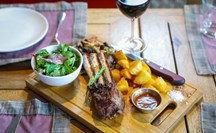 Cotelette d'agneau, the perfect pair with a glass of Massaya wine